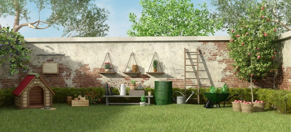 jardín con caseta de perro