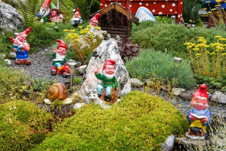 5 elementos decorativos para los jardines y sus alrededores