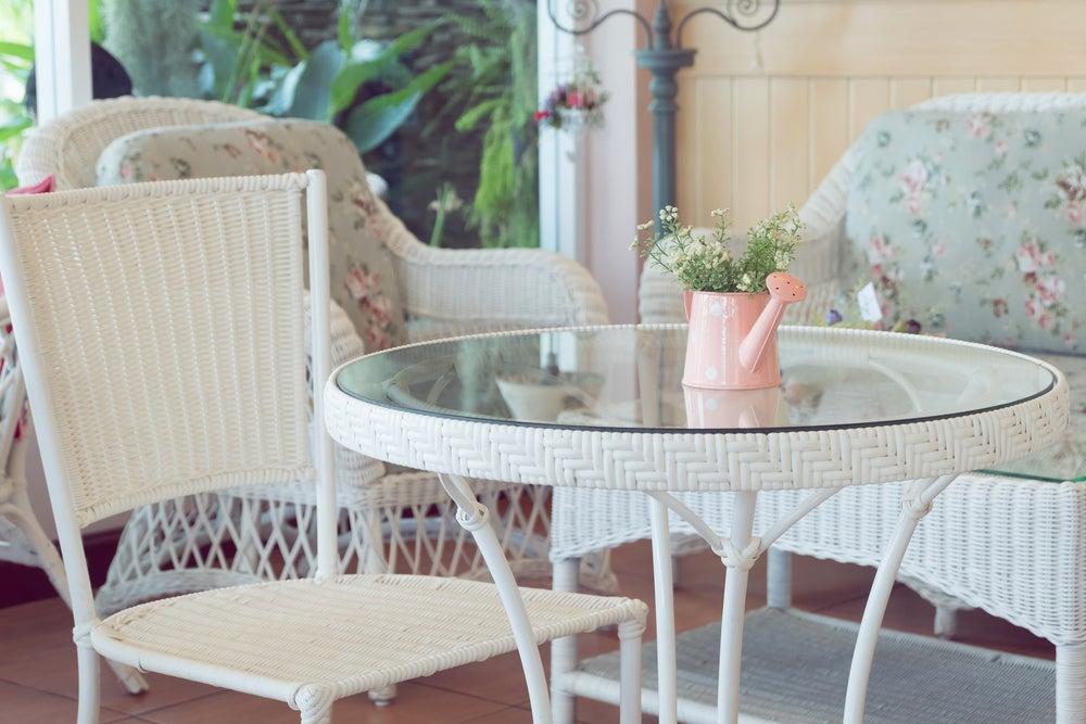 Las mesas con superficie de espejo: lo último en decoración de interiores