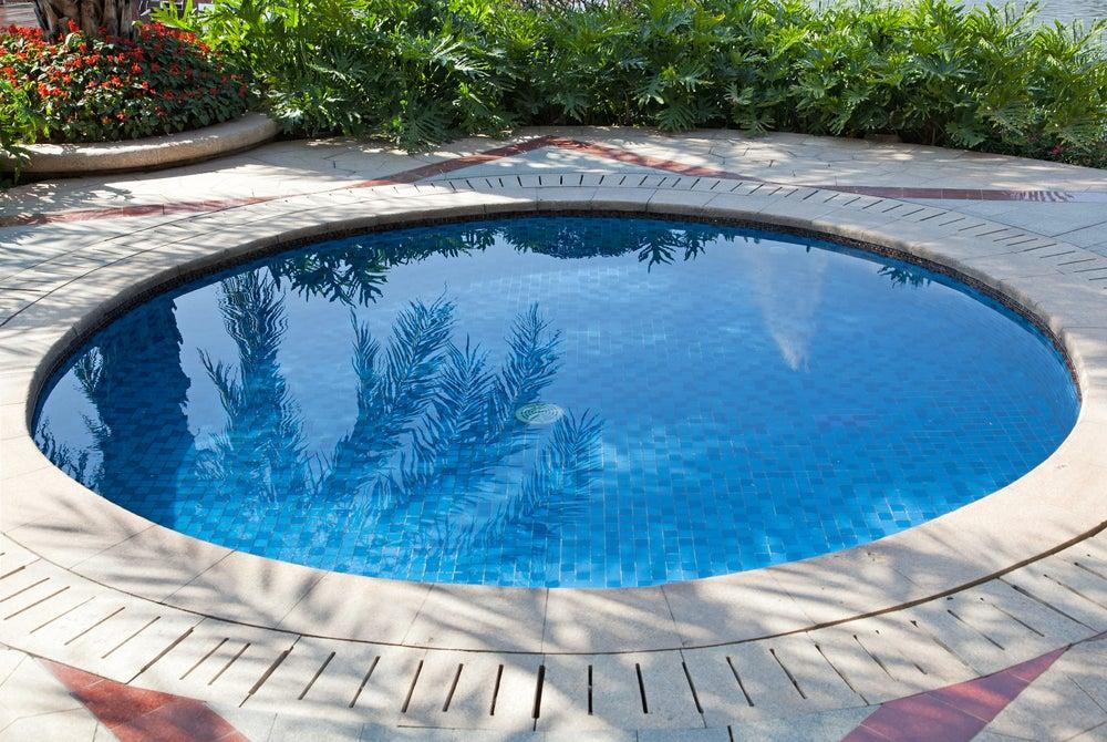 Clases de piscinas adecuadas para un jardín pequeño