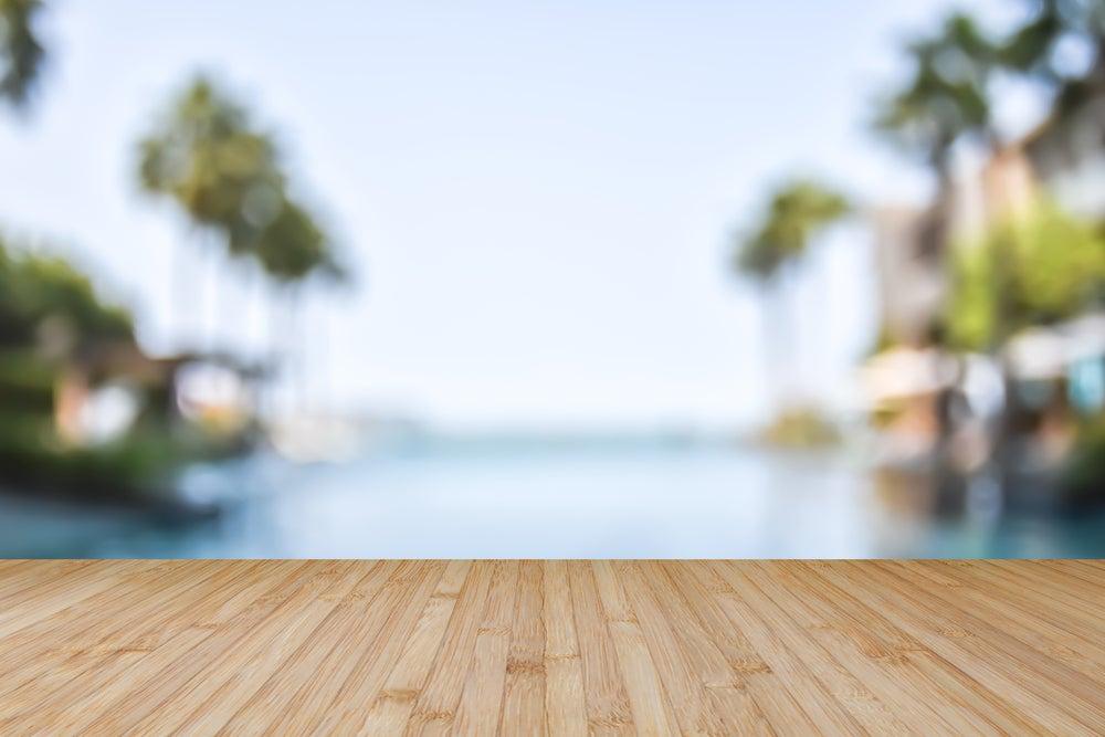 5 maneras de decorar una piscina
