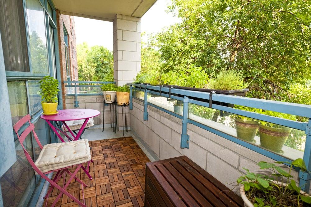 Decorar el balcón para que sea el lugar de descanso ideal