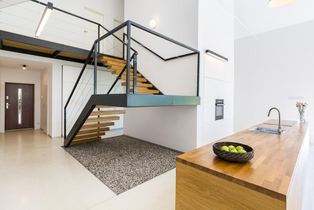 escaleras metálicas combinadas con madera