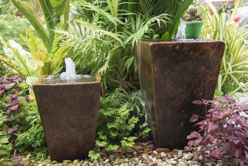 Fuentes para decorar el jardín, piedras