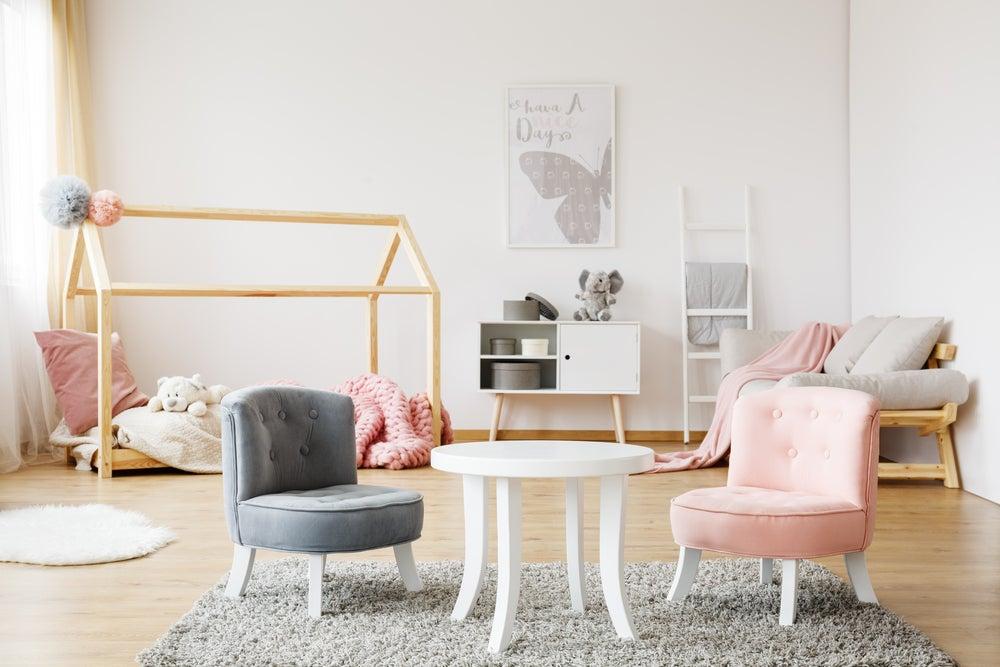 sillones pequeños en la habitación del bebé