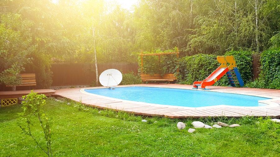 Piscina y jardín: cómo decorar de manera agradable