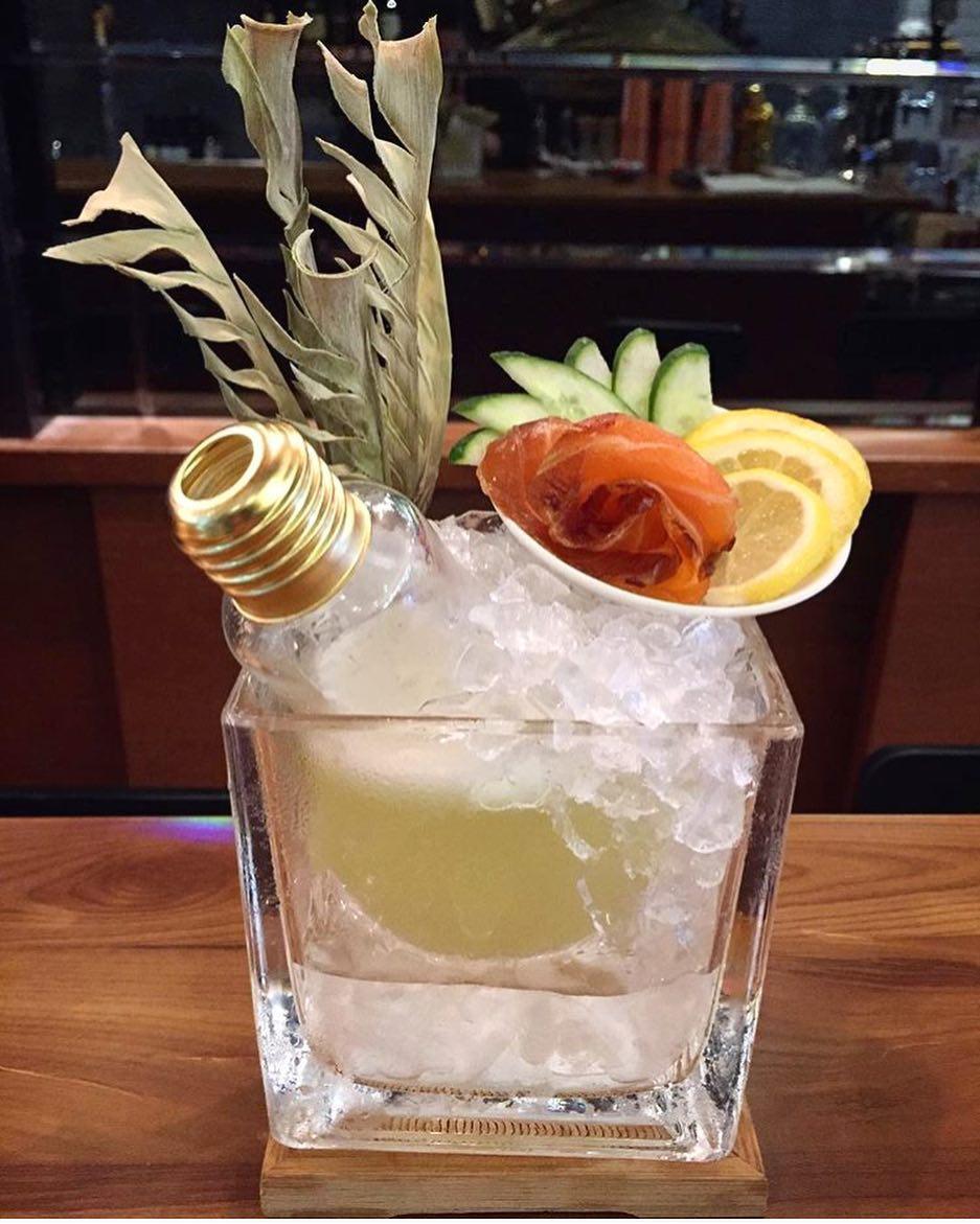 reutilizar bombillas como vasos de cocktail
