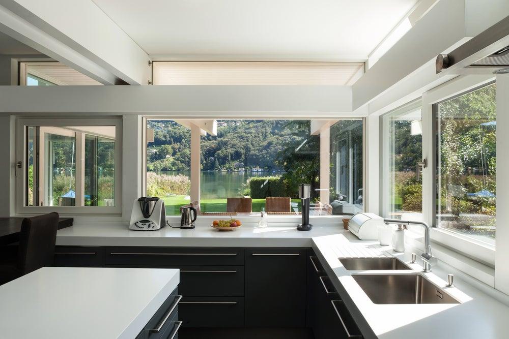 Cocina interior integrada al exterior.