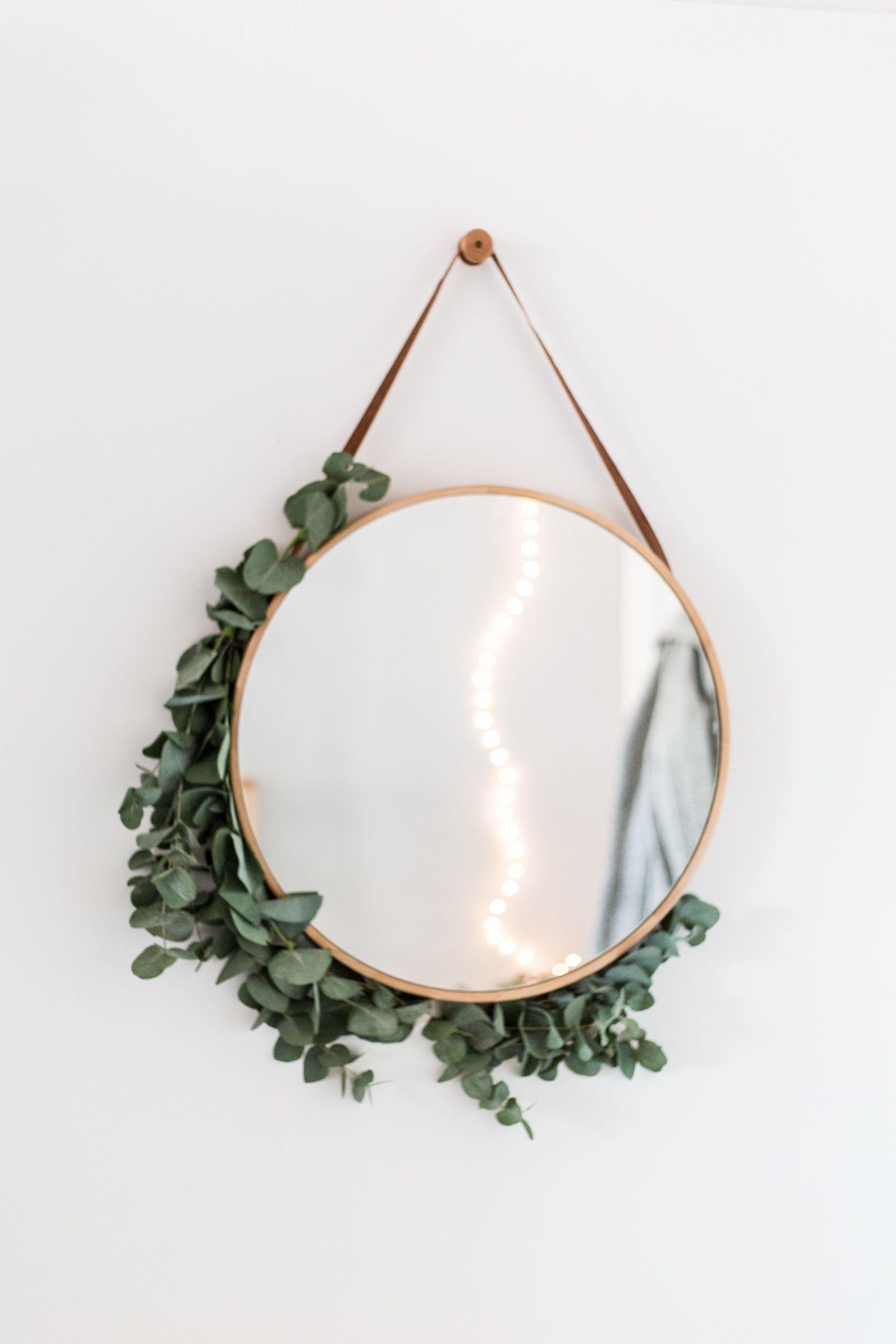 espejo decorado con eucalipto