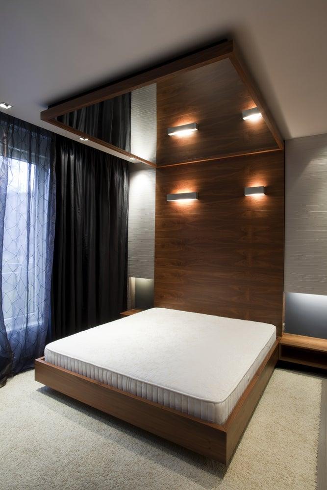 espejos en el techo del dormitorio