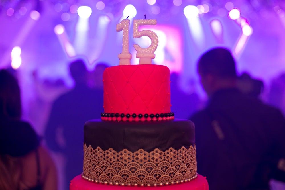 8 arreglos de mesa para tu fiesta de 15 años