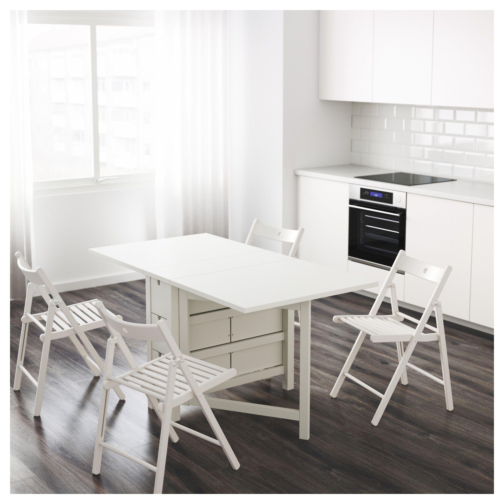 mesas auxiliares en la cocina
