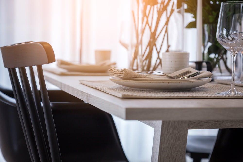 Pasos para colocar una mesa según el protocolo