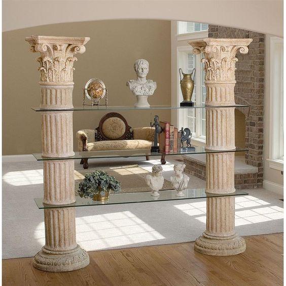 Una estantería ideal para decorar al estilo romano.
