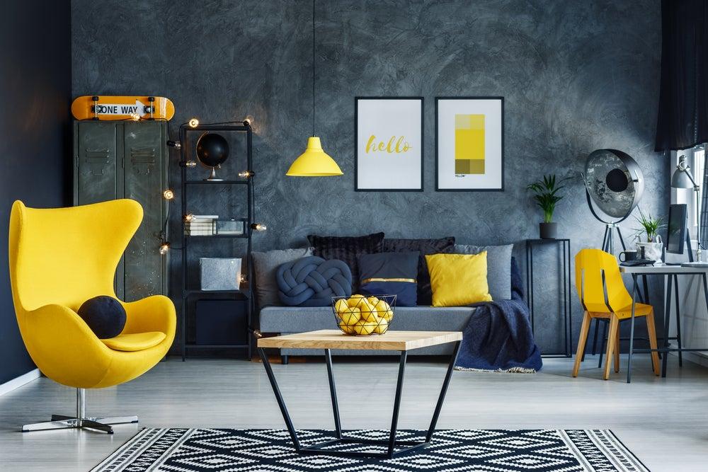 Muebles amarillos.