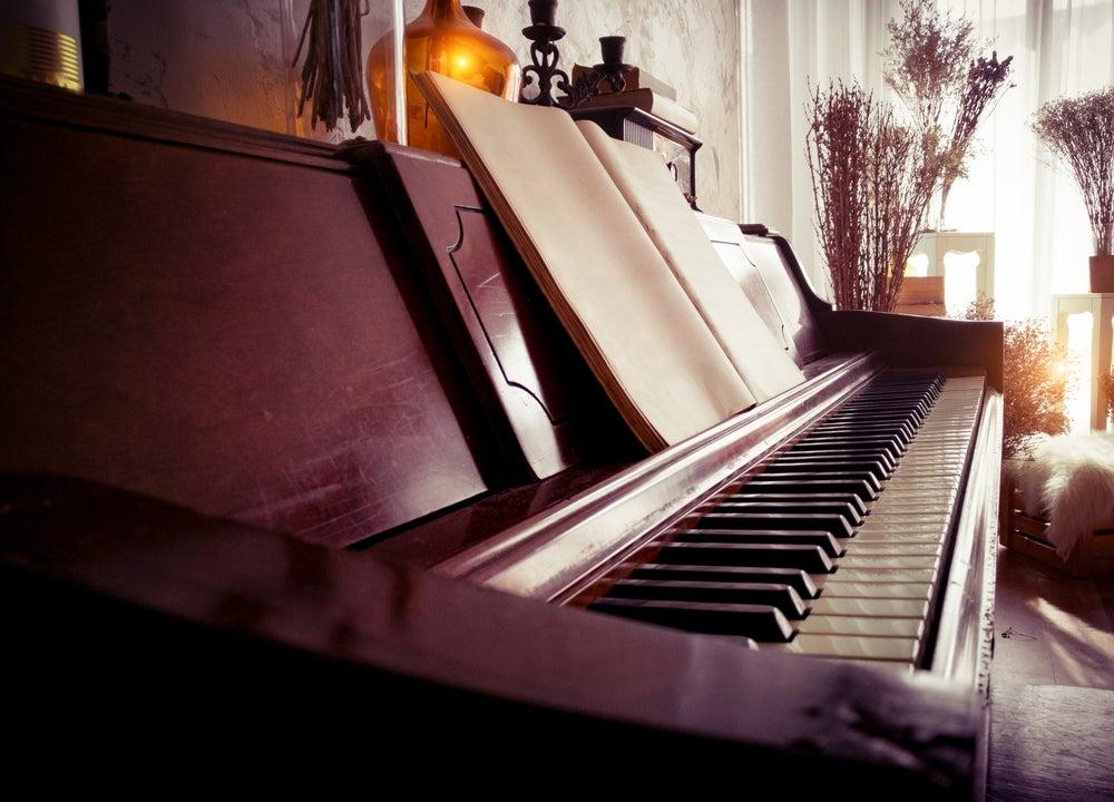 ¿Cómo integrar un piano en la decoración?