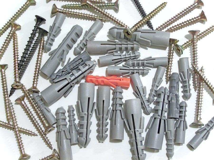 Los taquetes son herramientas auxiliares a la hora de clavar un clavo correctamente.