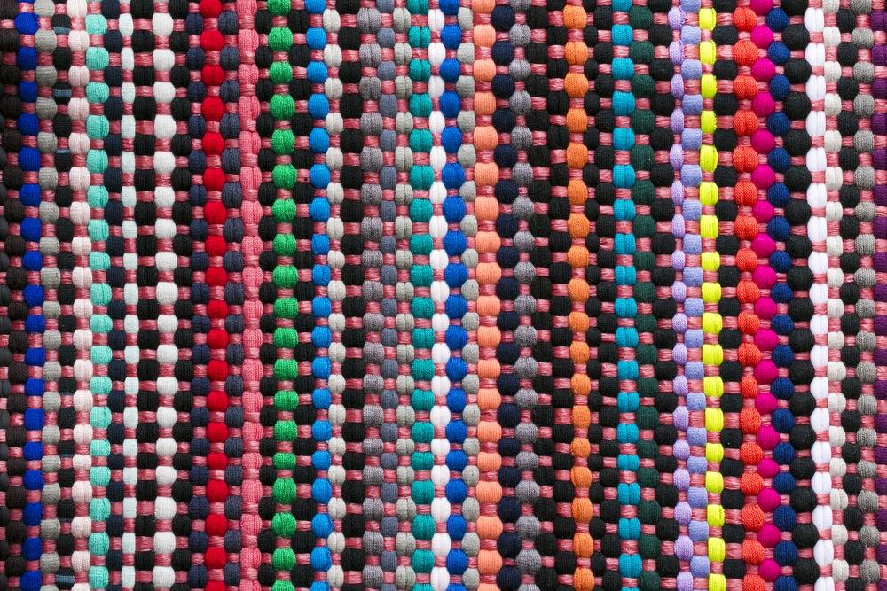 Alfombra de bola de colores de fieltro.