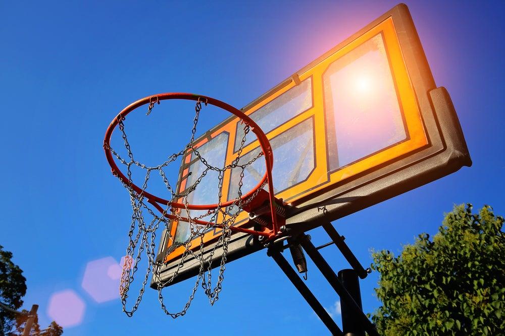 Crea tu propia cancha de baloncesto en el jardín