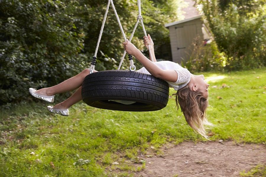 Los columpios para el jardín de neumáticos son una de las opciones más utilizadas.