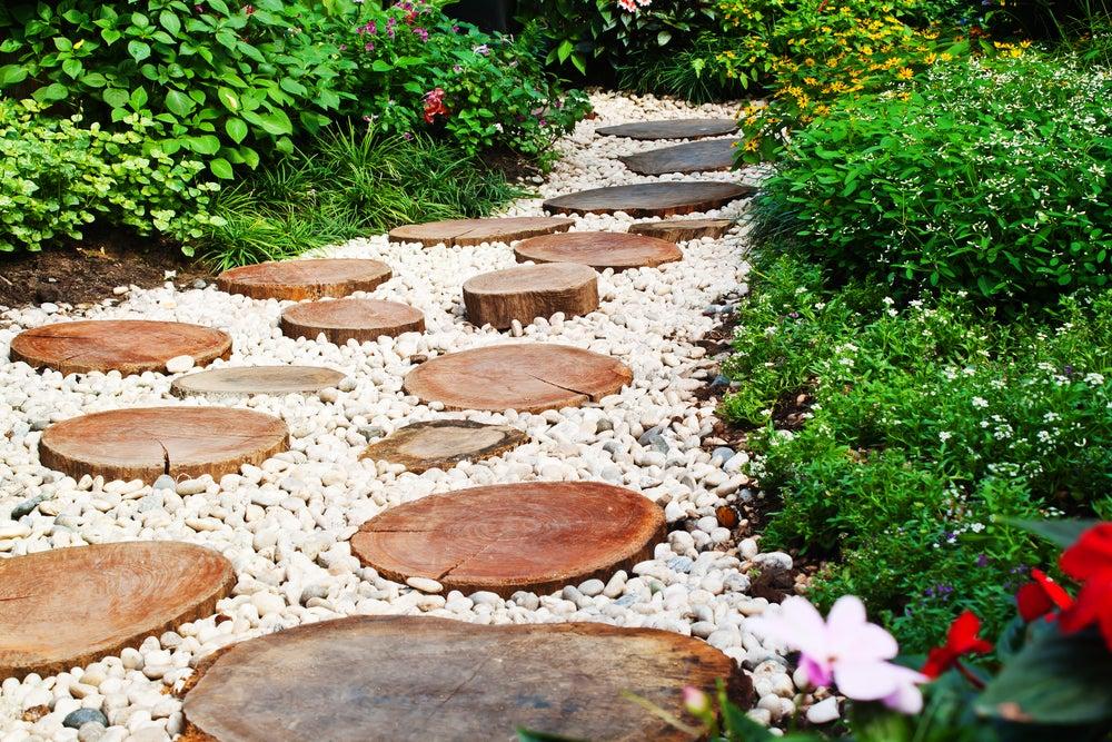 5 pasos para crear un camino de grava para tu jardín