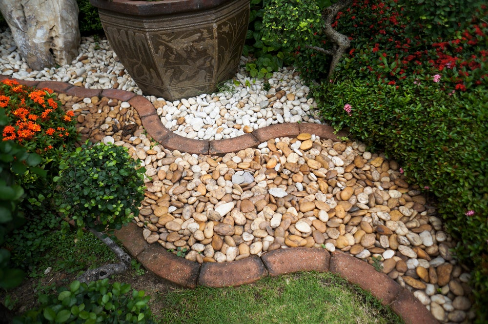 Use two types of gravel to create a truly spectacular gravel path.