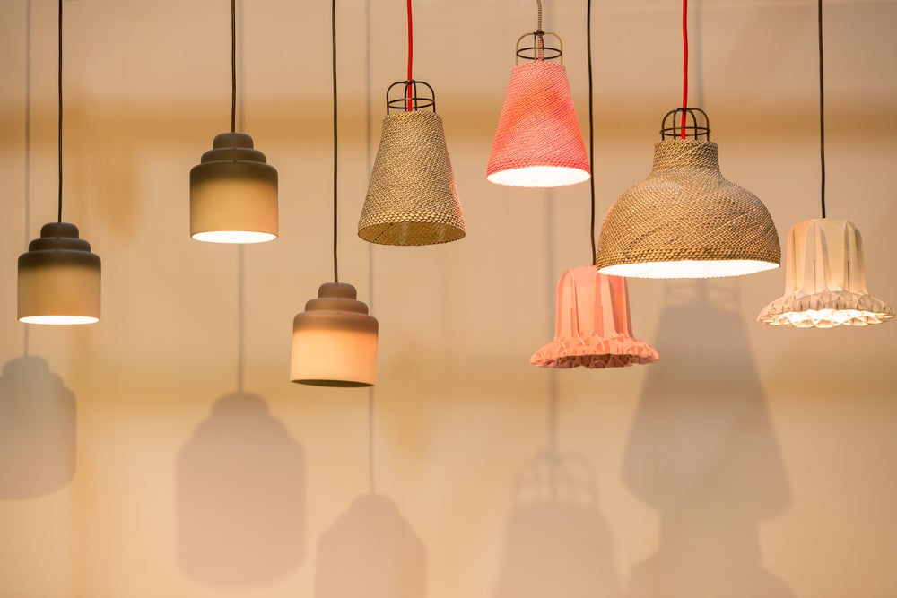 Lámparas de mimbre y bambú.
