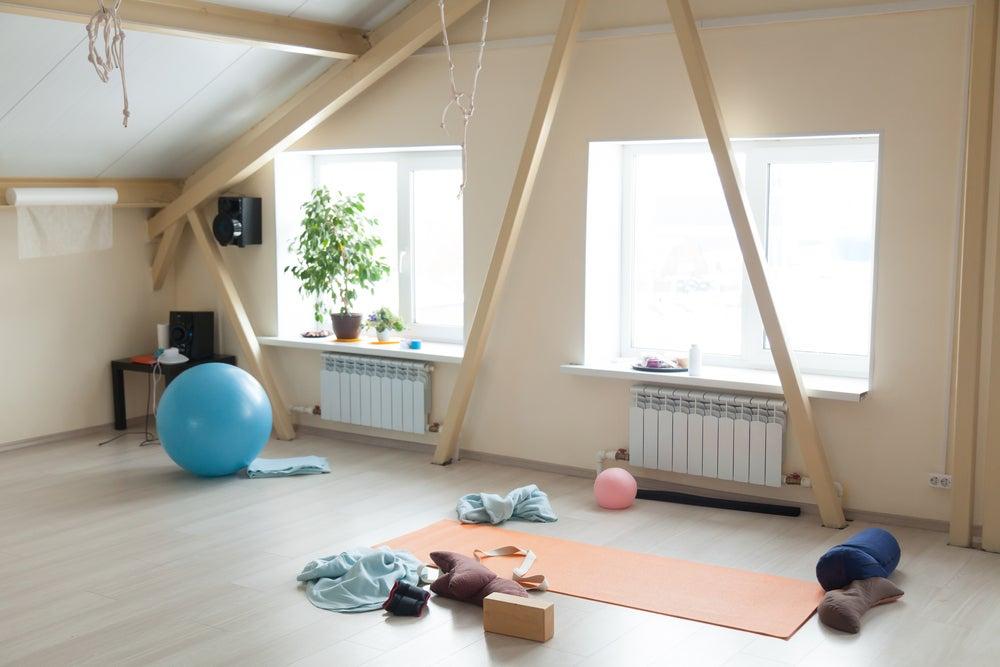 Mobiliario de gimnasio en casa.