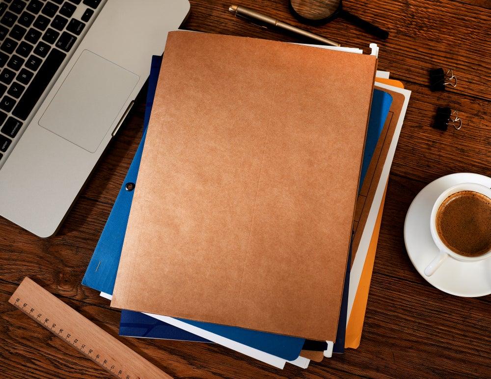 Organiza los papeles del despacho con una bandeja portadocumentos