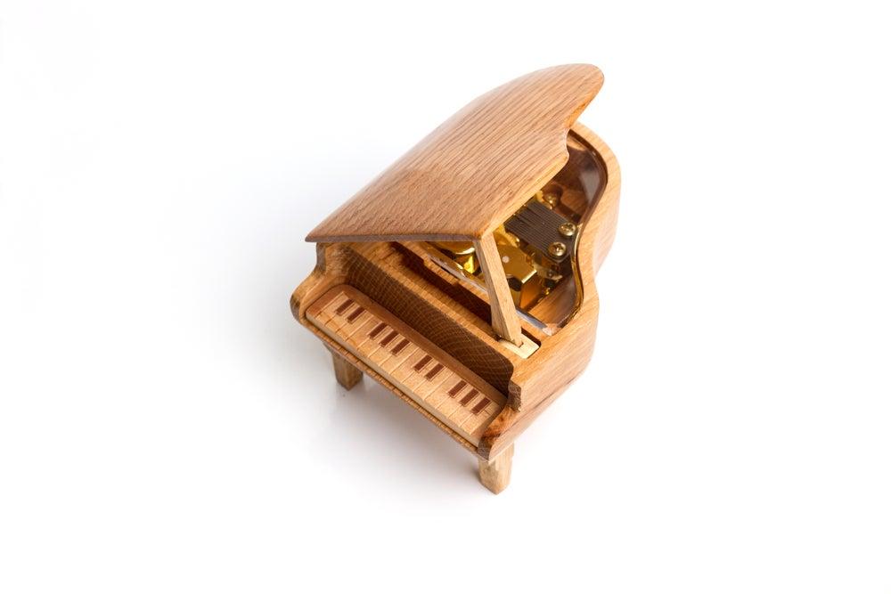 Piano caja musical.