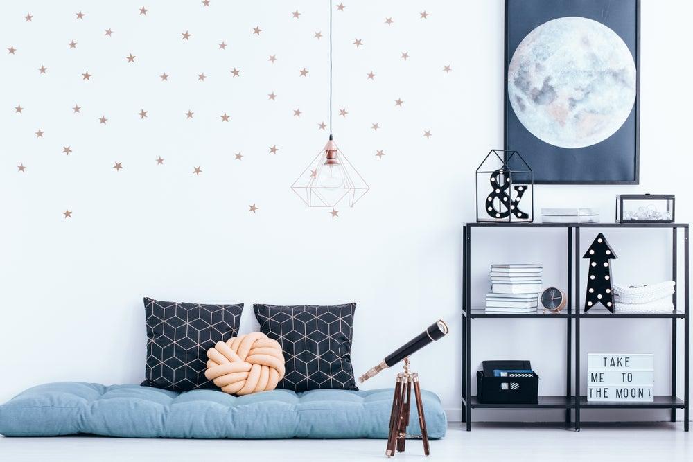 Pósteres en las paredes de la habitación: ¿permitirlo o no?