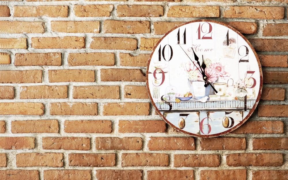 Decora paredes solo con relojes