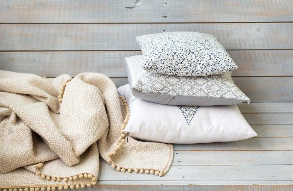 Dale un cambio a tu sofá: renueva viejos cojines