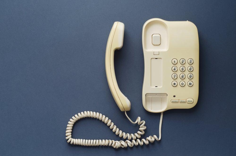Teléfono fijo de pared.