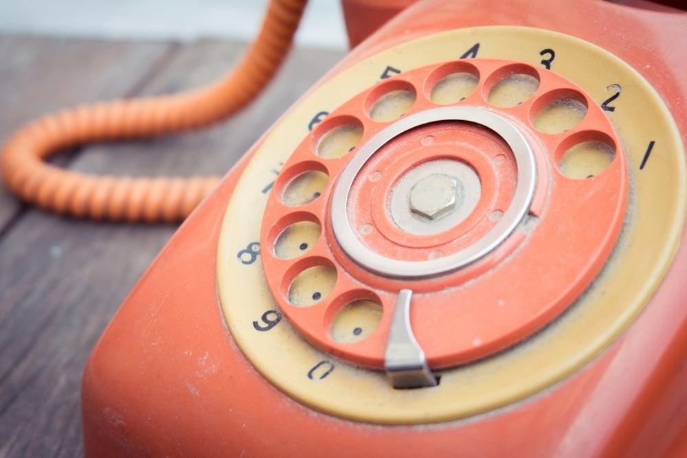 El teléfono fijo: un recurso decorativo