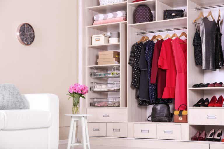 8 trucos infalibles para hacer el cambio de armario sin morir en el intento