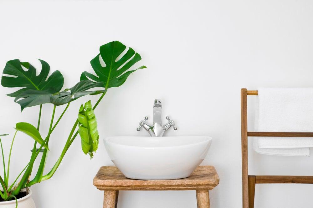 Baño integrado en la naturaleza.
