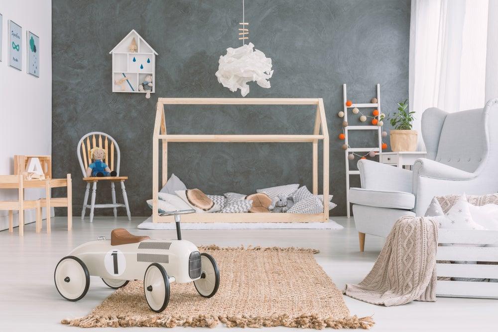 Colores cálidos para una decoración Montessori.