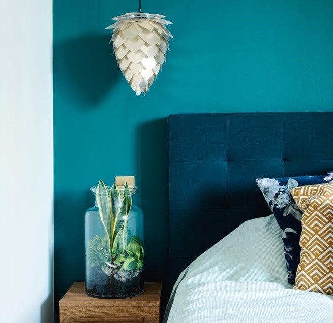 Dormitorio en verde y azul.