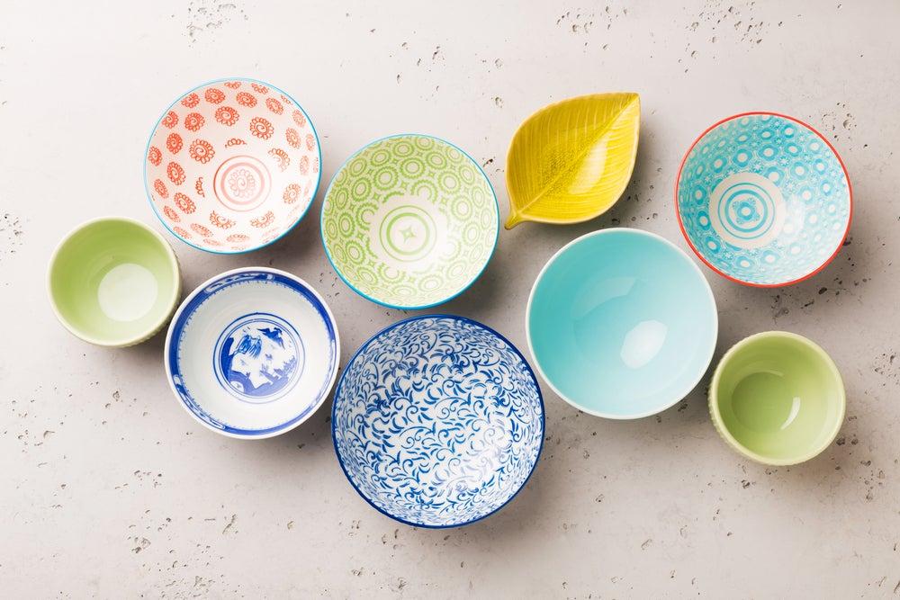Elementos de cerámica vidriada.