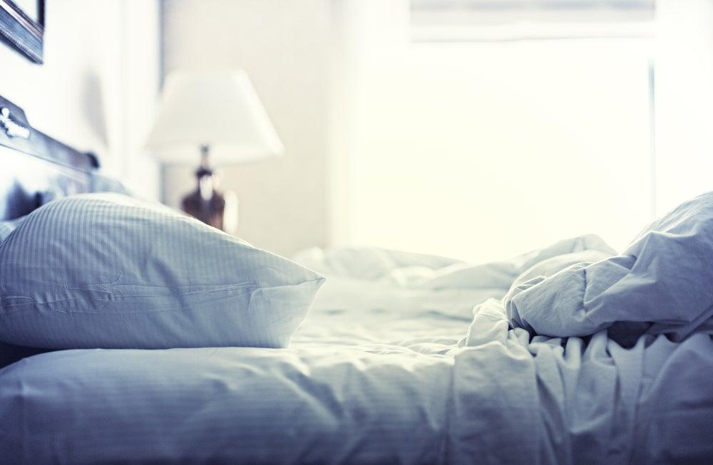 Hacer la cama.