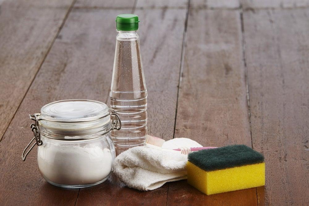 Productos de limpieza de tu microondas.