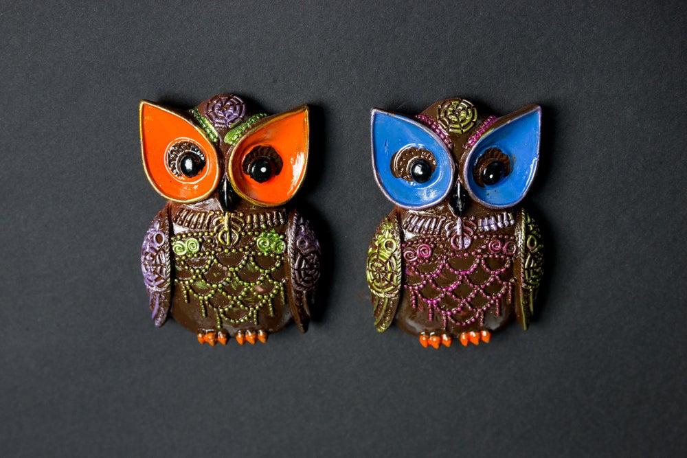 Búhos de cerámica orgánica.