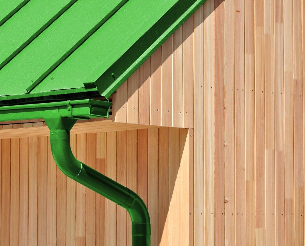 Instalación y mantenimiento de las canaletas de agua de lluvia