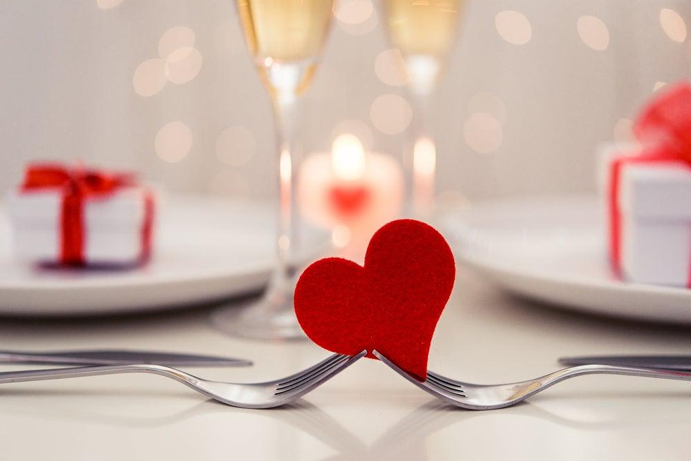 Decorar una cena romántica.