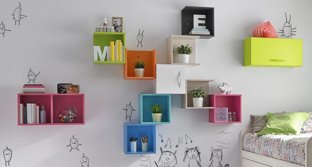 Estanterías de colores para dar un toque llamativo a tus espacios