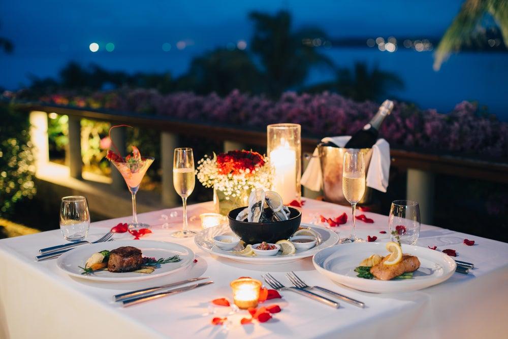 Mantelería para una cena romántica.