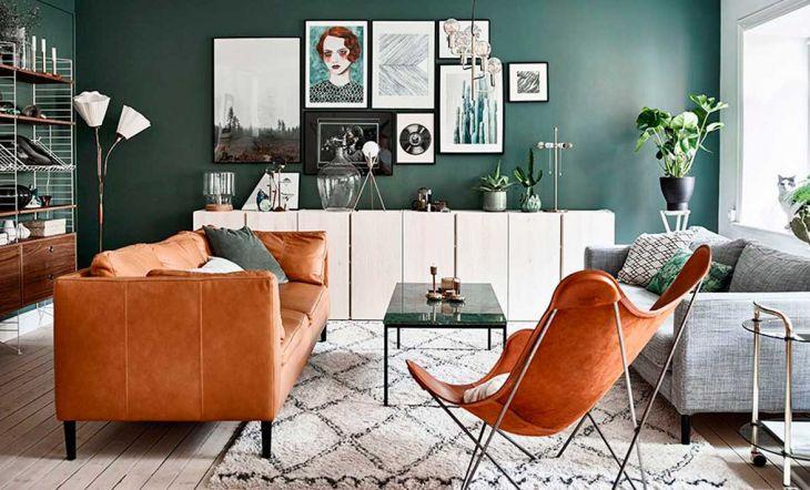 Sofá de color teja.