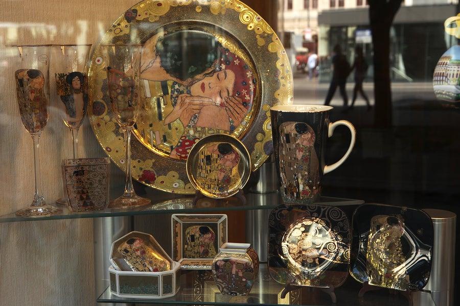 La decoración inspirada en la obra de Klimt.