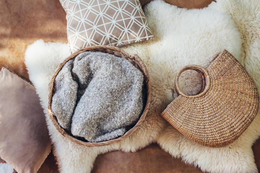 Alfombra de lana tintada.